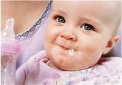 新生儿吐奶怎么回事?新生儿吐奶处理办法