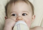 1岁宝宝吃奶量是多少怎么判断奶够不够