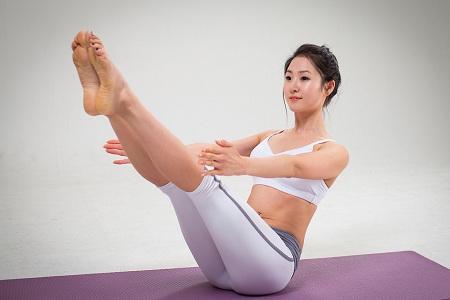 办公室里也能轻松做瑜伽运动健身