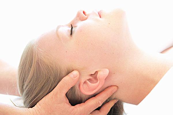 颈部保养锻炼方法 日常保护原则