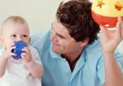 父母多陪宝宝玩游戏轻松建立亲子关系