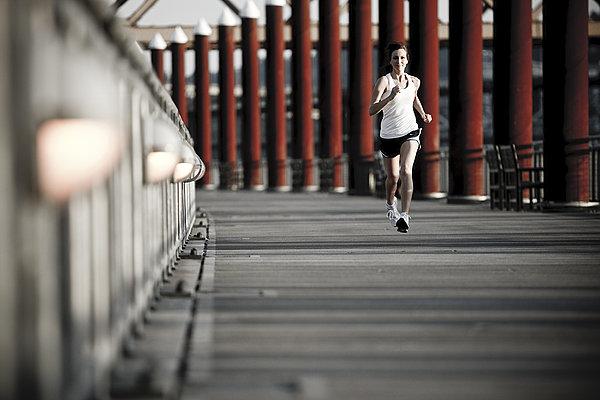 怎么锻炼臀部肌肉与核心肌群