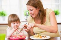 父母如何培养孩子餐桌礼仪.jpeg