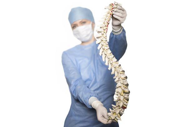 肩膀硬如何缓解?做伸展操锻炼菱形肌