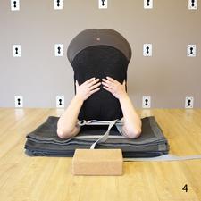 瑜伽犁式的姿势图片讲解 舒缓更年期躁郁