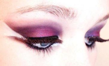 素颜直接涂眼影可以吗 眼影直接涂皮肤好吗
