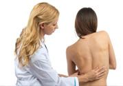 脊椎侧弯自我检测的方法 什么是脊椎侧弯