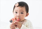 8个月宝宝可以喝蜂蜜水吗 孩子哭闹给吃糖好吗