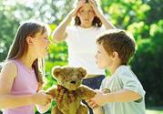 孩子打人抢玩具父母怎么办