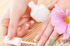 指甲油成了爱美女性的必备用品