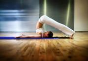 如何练习瑜伽提高身体柔韧度 看刘
