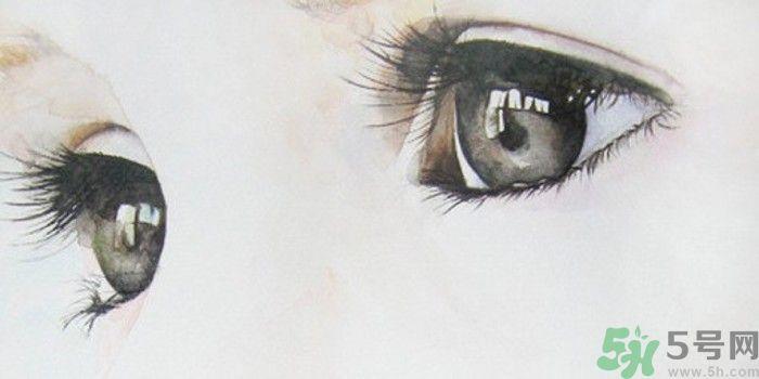 男子瞳孔变心形女友称浪漫 瞳孔变心形是怎么回事?