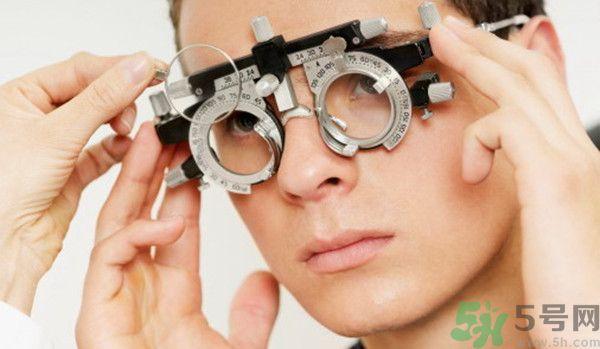 男子近视2000度只有睡觉时不戴眼镜 近视2000度还有救吗?