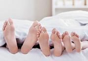 睡觉袜子里放洋葱好吗?洋葱放袜子里能治感冒吗?