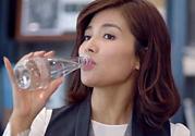 欢乐颂安迪喝的水是什么牌子?欢乐颂安迪喝的水多少钱?