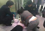 90后女医生跪地施救心脏骤停病人,心脏骤停的抢救流程