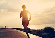 跑步会使小腿变粗吗?哪些运动小腿不