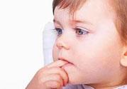 宝宝特别喜欢含着手指睡觉怎么办?怎样纠正宝宝含着手指睡觉的习惯?