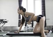 女生跑步机减肥速度多少合适?女生去健身房减肥做哪些器械?