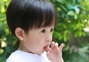 成人咬手指是什么原因?成人咬手指是缺什么