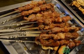 吃羊肉串会上火吗 羊肉串吃多了会怎么样