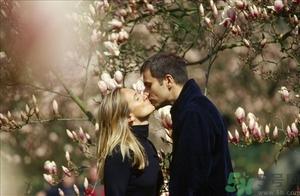第一次接吻怎么接?和男生接吻�]感�X怎么�k?