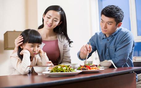 小孩子吃饭挑食怎么办 5招摆脱挑食