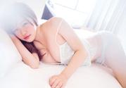 为什么男人喜欢看女人胸?为什么男人喜欢胸大的女生?