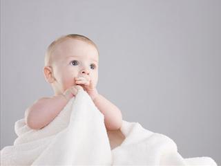 宝宝嘴巴干怎么回事?宝宝嘴巴干起皮怎么办