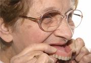 假牙会导致口腔疾病吗?如何正确清洁假牙?