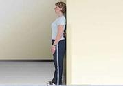 靠墙站立有什么好处?靠墙站立的正确姿势