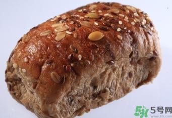 减肥晚上可以吃全麦面包吗图片