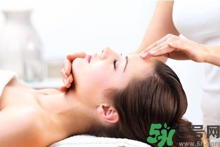 脸部精油刮痧视频教程图片
