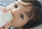 喝配方奶粉需要喝水吗?喝奶粉的宝宝一天要喝多少水?