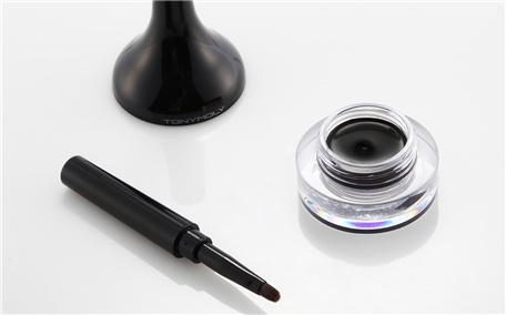 眼线液和眼线膏有什么区别呢 新手适合用什么画眼线呢