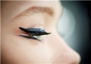 眼影和眼线哪个先画?先画眼线还是眼影?