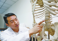 骨质疏松会出现背痛吗?骨质疏松会引起后背疼吗?