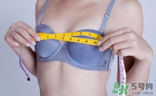 胸部大小和性生活有何�P系?胸部越大性欲越����