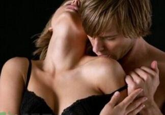 如何让女友在爱爱时主动?让女友主动跪舔的爱爱技巧