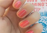 西瓜红美甲图片 西瓜红指甲油图片