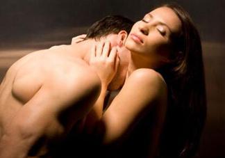 爱爱前戏女人该怎么做?搞搞小动作给性爱增情趣的新花样