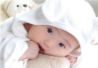 宝宝头皮上的污垢可以抠掉吗?宝宝头上的头垢该怎么处理?