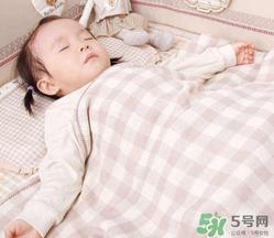 夏天宝宝发烧能开空调吗?宝宝发烧能不能吹空