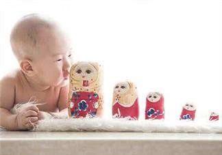 新生儿吃母乳放屁拉稀正常吗?新生儿吃母乳拉黄水正常吗?
