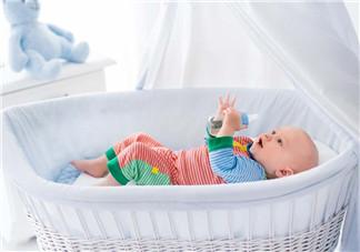 婴儿吐奶有黄水怎么办?婴儿吐奶会吐黄水吗?