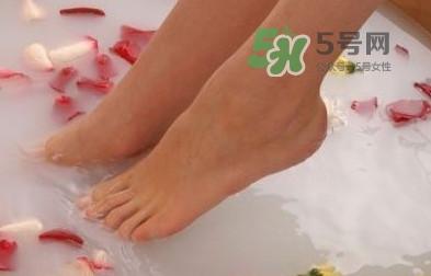 花椒水泡脚能降血压吗??泡脚是干花椒好还是鲜花椒好