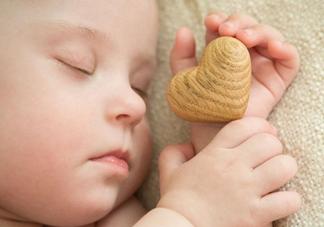 什么时候跟孩子分床睡好?婴儿跟父母分房睡还是分床睡?