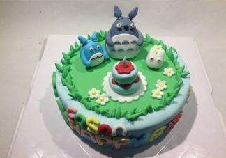 翻糖蛋糕好吃吗?翻糖蛋糕能用戚风蛋糕坯吗