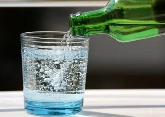 苏打水是碳酸饮料吗?苏打水和碳酸饮料的区别