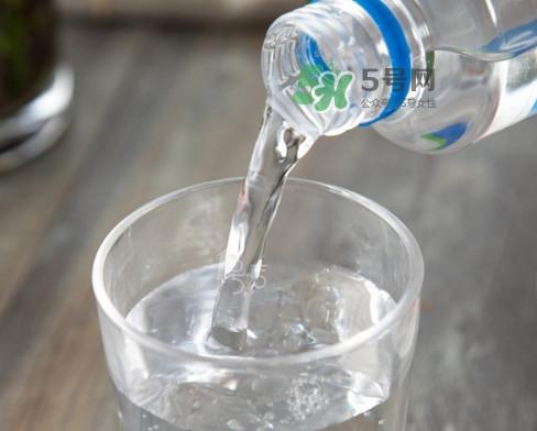 苏打水可以治痛风吗?苏打水可以降尿酸吗
